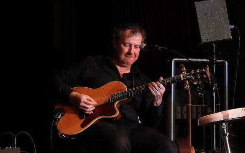 Im Tattersall begeistert Mark das Publikum mit seiner Straßenmusiker Tour © Carsten Simon