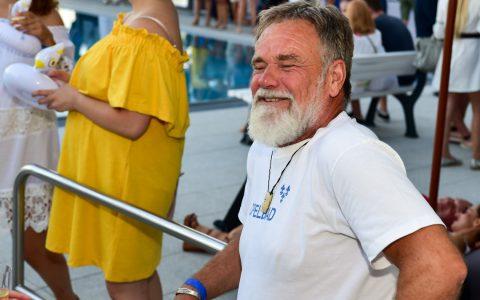 Wolfgang Plausch hat einen der schönsten Arbeitsplätze von Wiesbaden: das Opelbad. Auch er hat einmal als Bademeister angefangen. ©2019 Volker Watschounek
