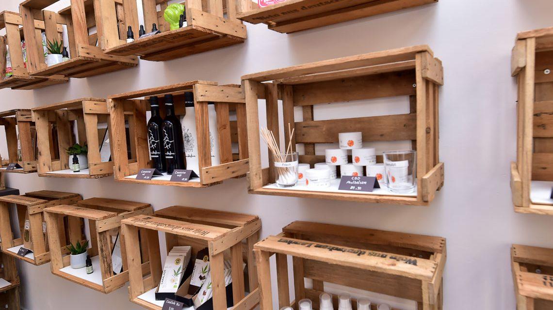 Produkte, vom Wein, über Kosmetik bis hin zu Tropfen, alles dabei. ©2019 Volker Watschounek