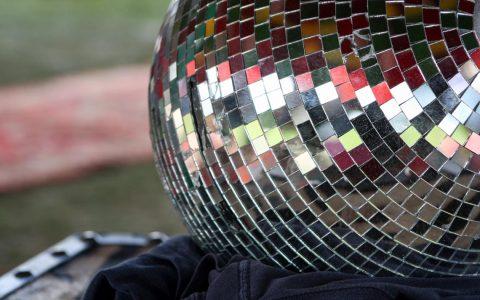 Bling Bling beim Folkore | Nachtbürgermeister in Wiesbaden Festiaval von Martin Fisch / Flickr / CC BY 2.0