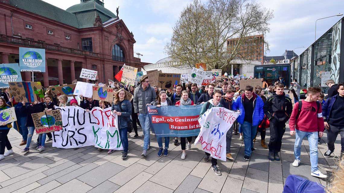 Friday for Future: hunderte Schüler auf den Straßen
