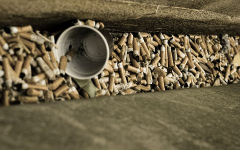 Symbolfoto: Kippe, Zigarettenkippen extrem. ©2019 Flickr / Traumteufel