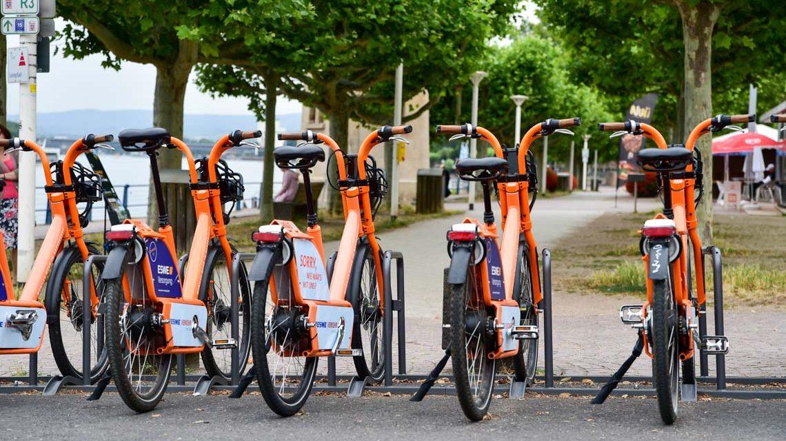 Fahrradstation in Wiesbaden Biebrich am Rheinufer. ©2019 Volker Watschounek