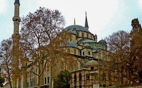 Fatih ist eine Stadtteilgemeinde (Belediye) Großstadtgemeinde (Büyük?ehir Belediyesi) Istanbuls in der Türkei und liegt auf deren europäischer Seite. ©2019 Wikipedia / Muscol / CC-BY-SA 3.0