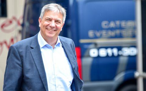 Auf der Straße, im Büro, im Termin – wo man Gert-Uwe Mende begegnet: Er ist stets freundlich.