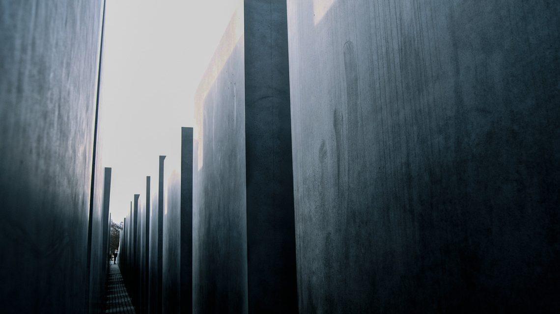 Fachtag zur Antisemitismusprävention - Memorial to the Murdered Jews of Europe 6   Denkmal für die ermordeten Juden Europas 6   Flickr   Juan de Dios Santander