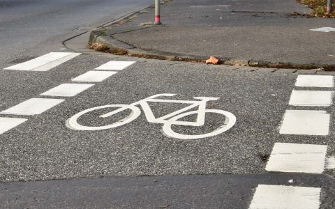 Symbolbild: Einweihung des Radfahrstreifen in Wiesbaden Biebrich – Radfahren©2019 Volker Watschounek