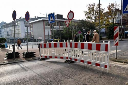 Die Einfahrt von der Saalgasse in die Coulinstraße ist wegen Bauarbeiten gesperrt.
