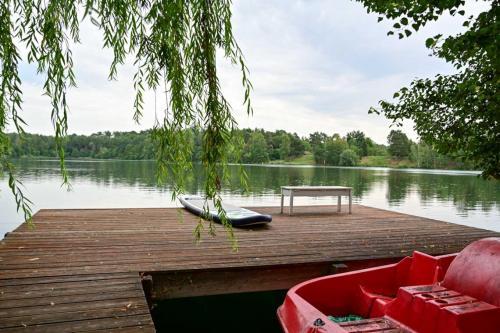 Schloß Emmrichshofen, der See ist einladend.